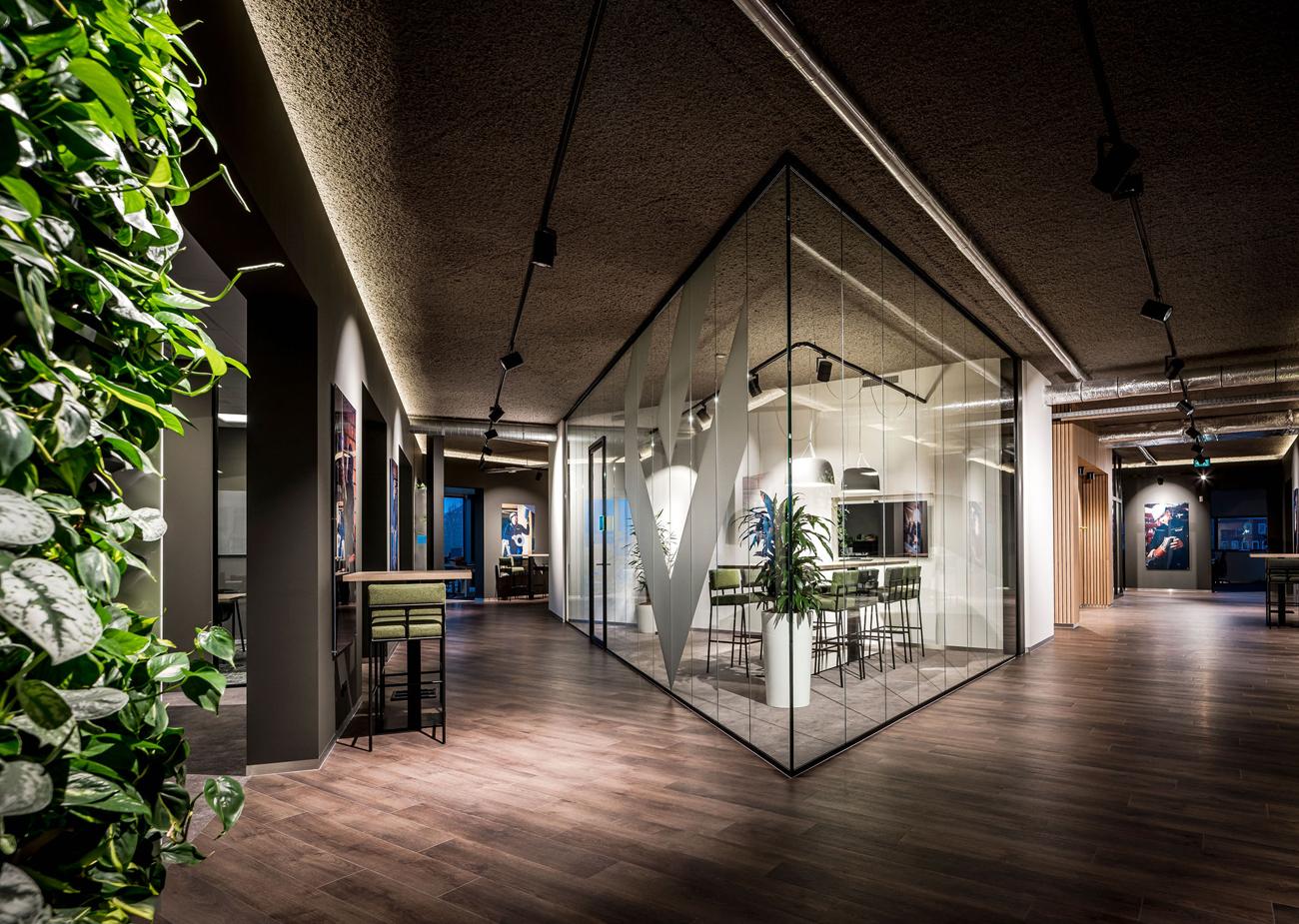 Interieurarchitect Stan Wildenberg industrieel kantoor Lomans totaalinstallateur Capelle interieur ontwerp gangzone overlegruimte lichtlijn plafond