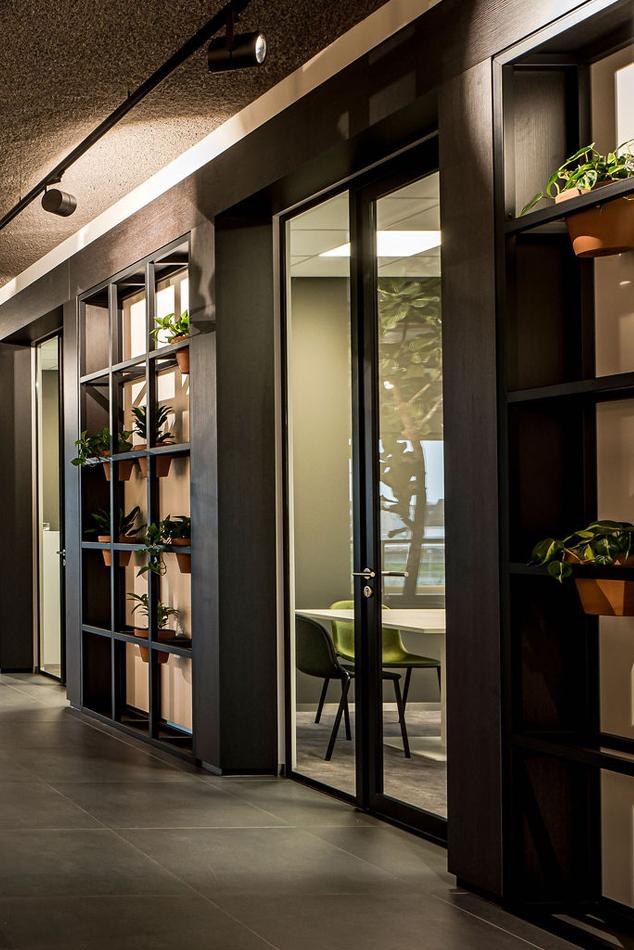 Interieurarchitect Stan Wildenberg industrieel kantoor Lomans totaalinstallateur Capelle interieur ontwerp trap vide 1