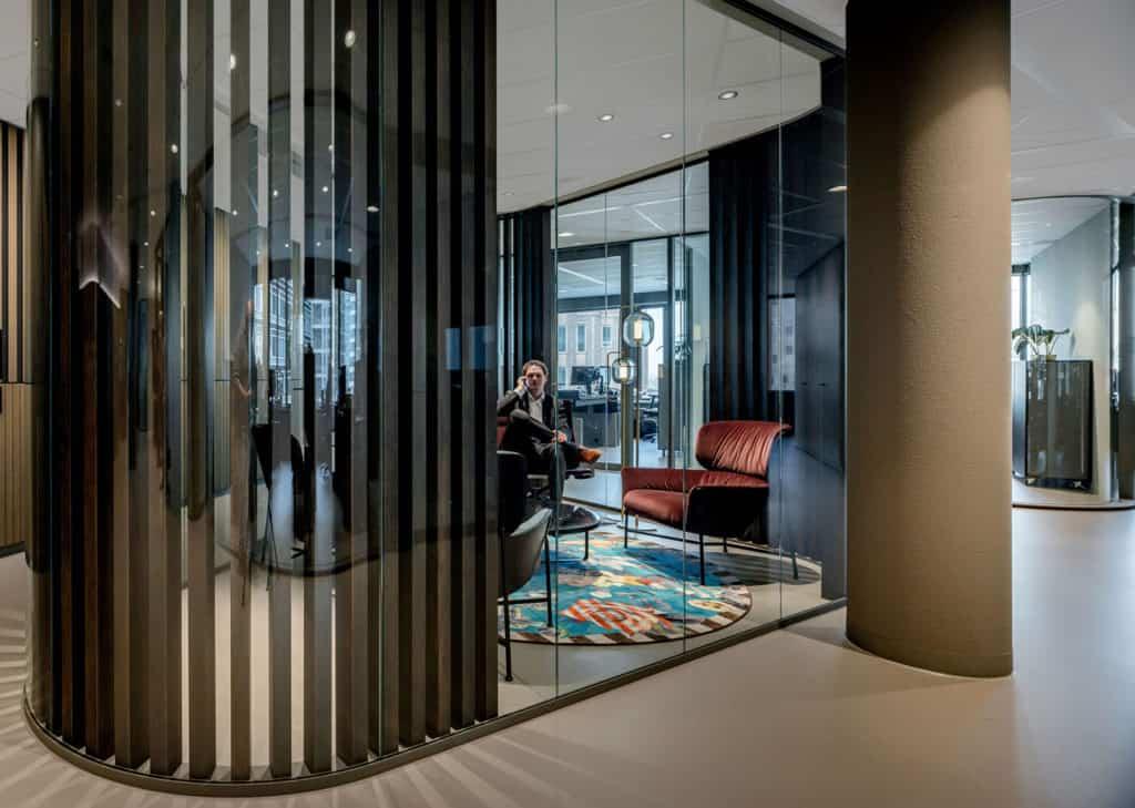 Wilt u een unieke uitstraling op kantoor? Dan kiest u voor een ronde glaswand!