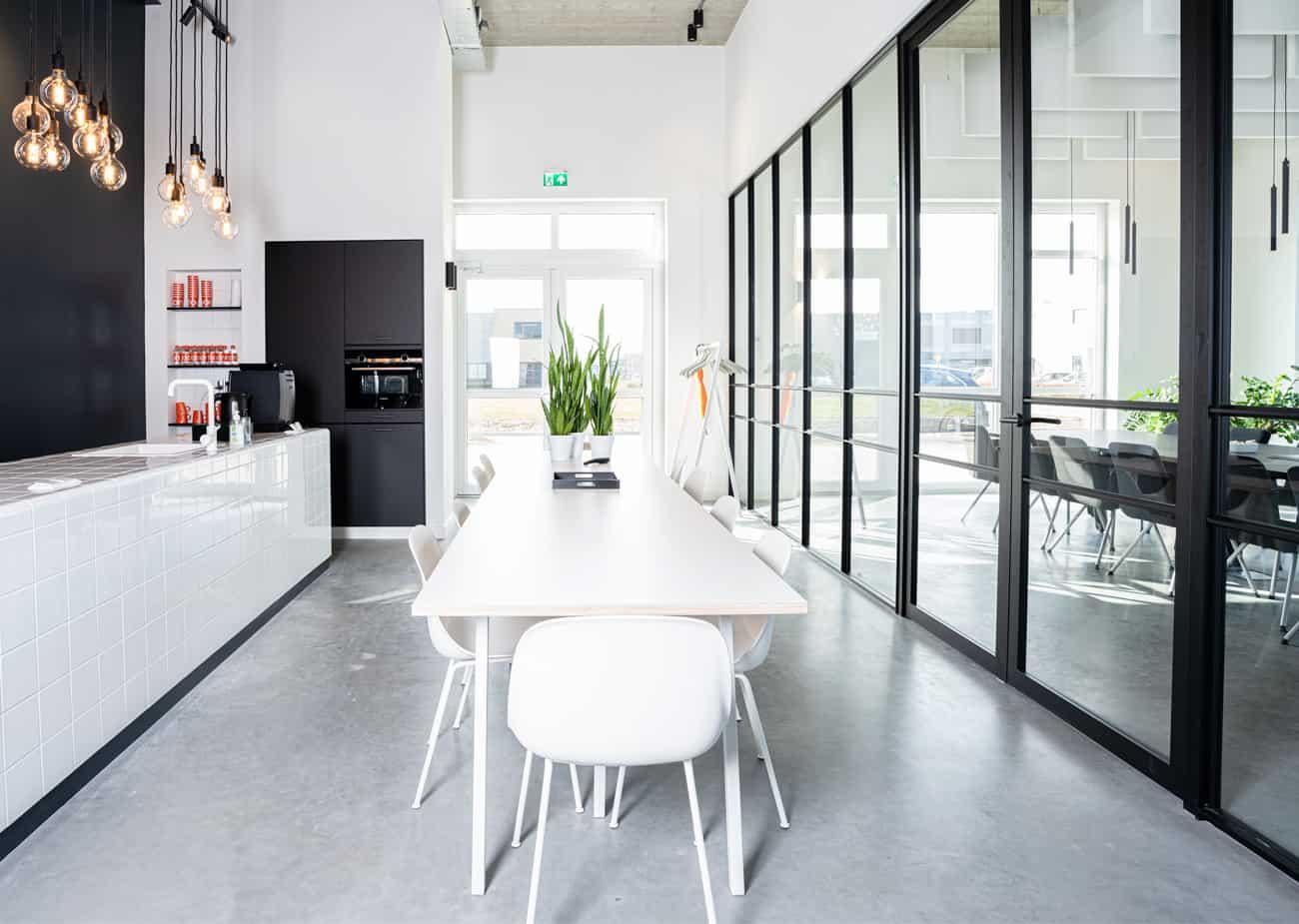 Een inspirerende ruimte om creativiteit te ontplooien dankzij transparante EGO glaswanden [ Plan Effect ]